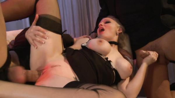 Mère et fille orgie sexuelle avec des prostituées plus grande industrie du film pour adultes