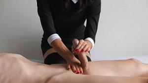 Massage Sur L'abdomen Avec Dick Soulevé Dame Lui Fait Une Patte